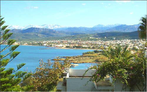 Kastelli Kissamos: View from Delfini Aparthotel towards the town